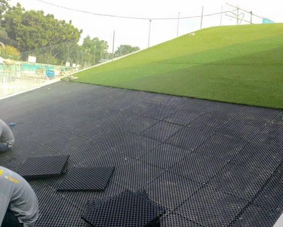 Lắp đặt vỉ nhựa thoát nước